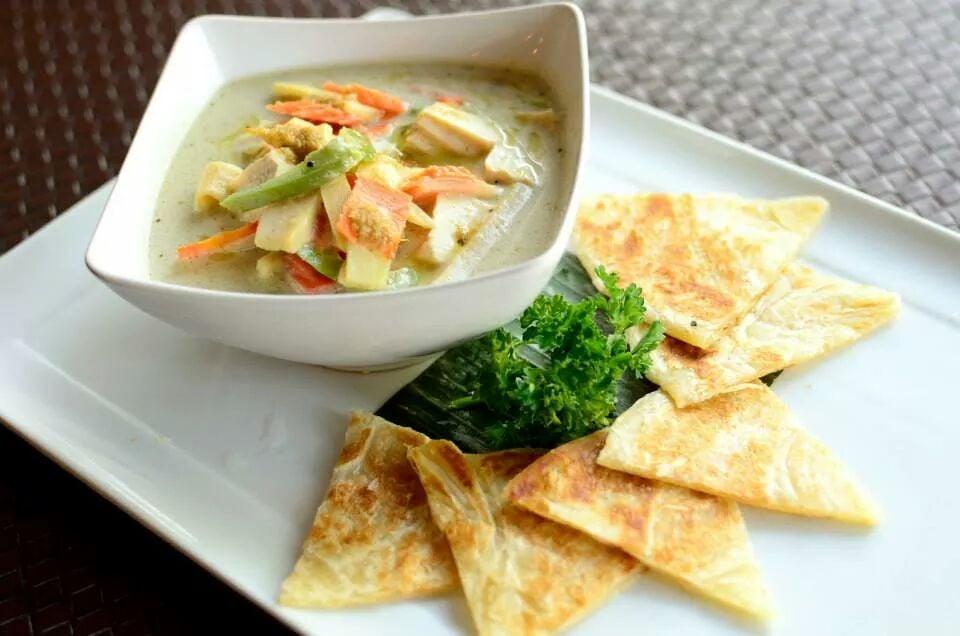 Roti with Green Curry (Vegan)